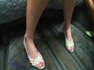 ホテルにて、人妻のsex無料ハメ撮り動画。【素人】色っぽい人妻をインタビューで釣り、そのままホテルで主観SEX♪