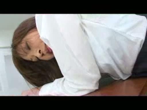 美人女教師の黒パンストを下ろして現れたパンティ越しのお尻を舐めまくっちゃう! |