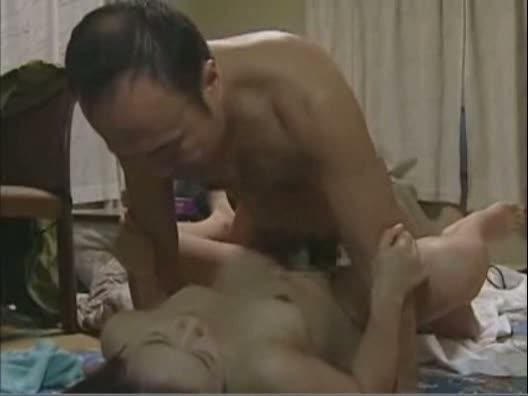 オナニー中だった妹の裸体に興奮した兄が、妹のアソコをペロペロ舐める