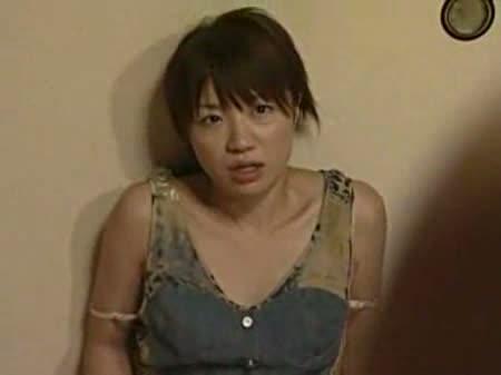 美乳の人妻のオナニー無料onani-動画。覗かれてるとも知らず美乳な美肌人妻が激しい手マンオナニー!