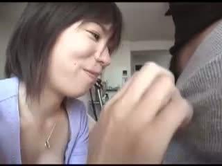 【フェラチオ】巨乳美人妻にチンコとアナルを舐めさせちゃいました! |