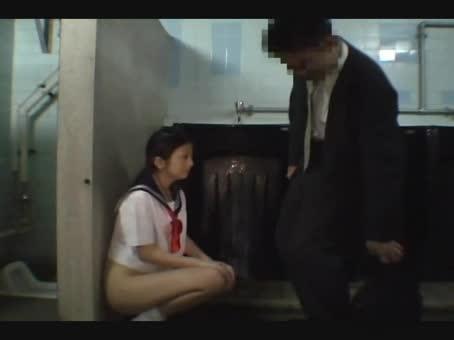 変態ドM女が公園トイレで一般男性のチ○コフェラ抜きしててヤバいwwwwwww