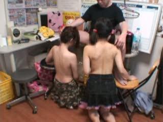 万引きをした超絶童顔な美少女達を事務所に連れ込み犯すお仕置きレイプを盗撮!泣きながら謝る娘達にも容赦なく肉棒を咥えさせる…